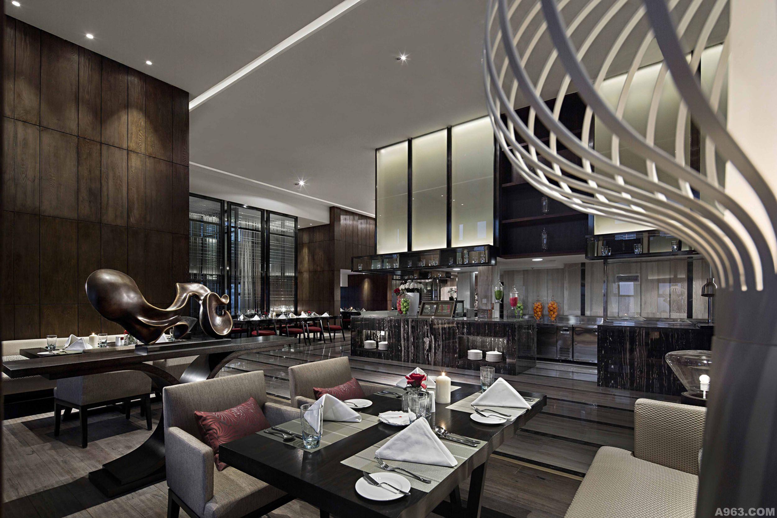设有经典的中式餐厅,格调高雅的西式自助餐厅