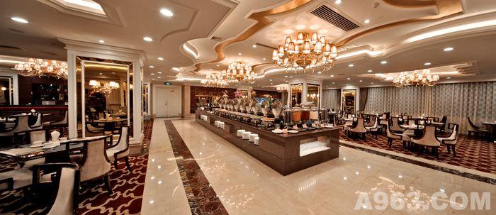 酒店大堂设计风格延续建筑主体完整造型及豪华风格,地面采用西班牙米