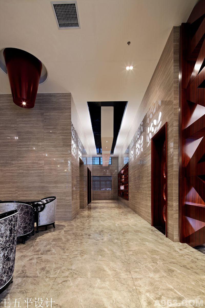 展示区,vip室,多媒体室,营销总监等空间,大堂正中央设计有水景,两侧