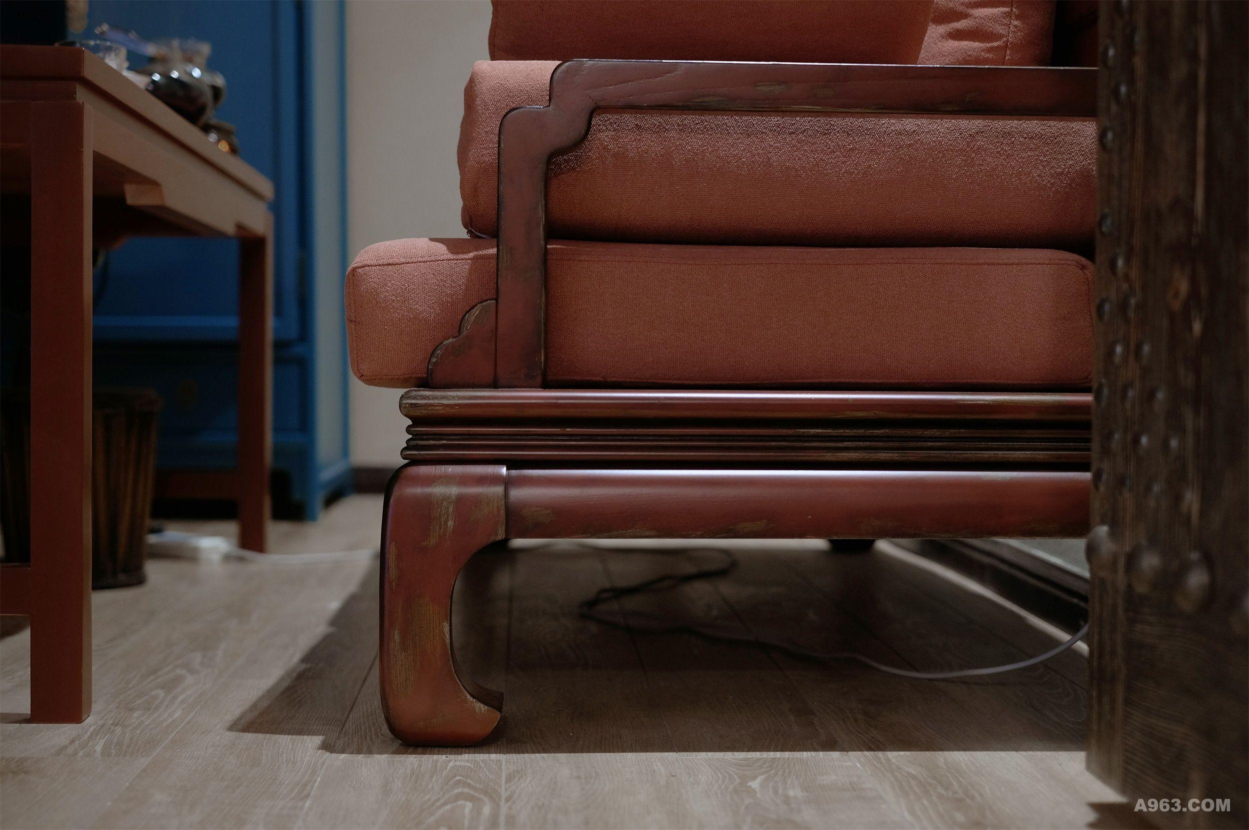 家具部分全部导入原创设计定制的新藏式展示家具,挂画以藏族坛城艺术