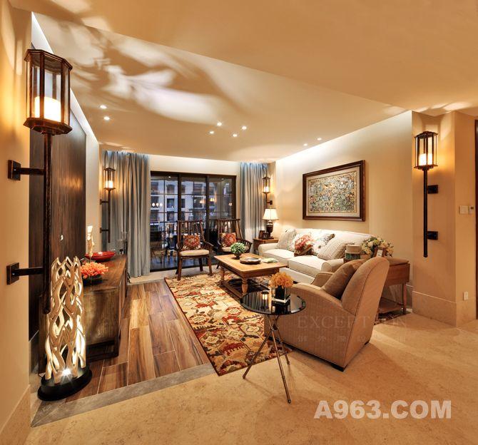客厅 灯带设计凸显空间的线条感,一窗水帘分割通透的视角,自由与隐秘意随心转,又可梳理零散的建筑群,强化空间的规整; 客