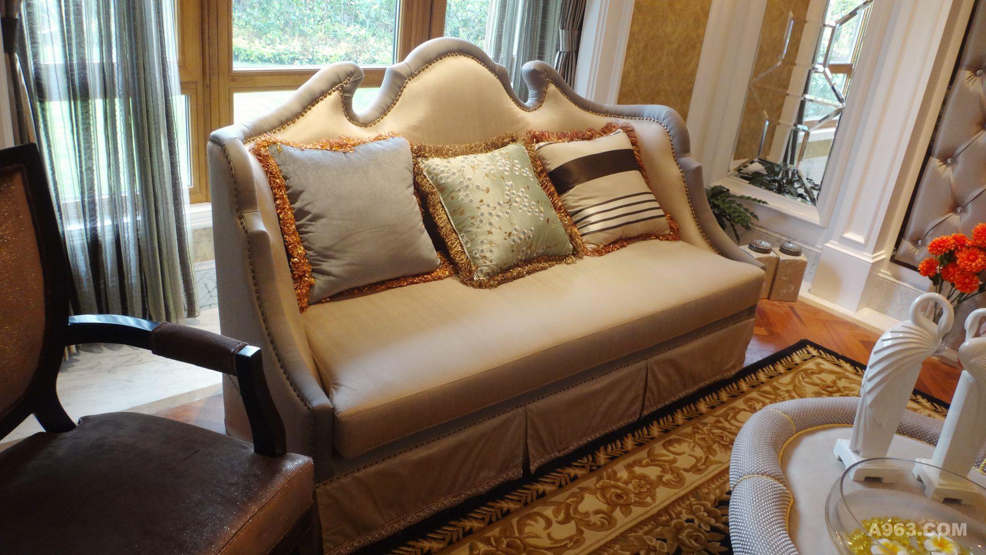 黑色欧式沙发搭配