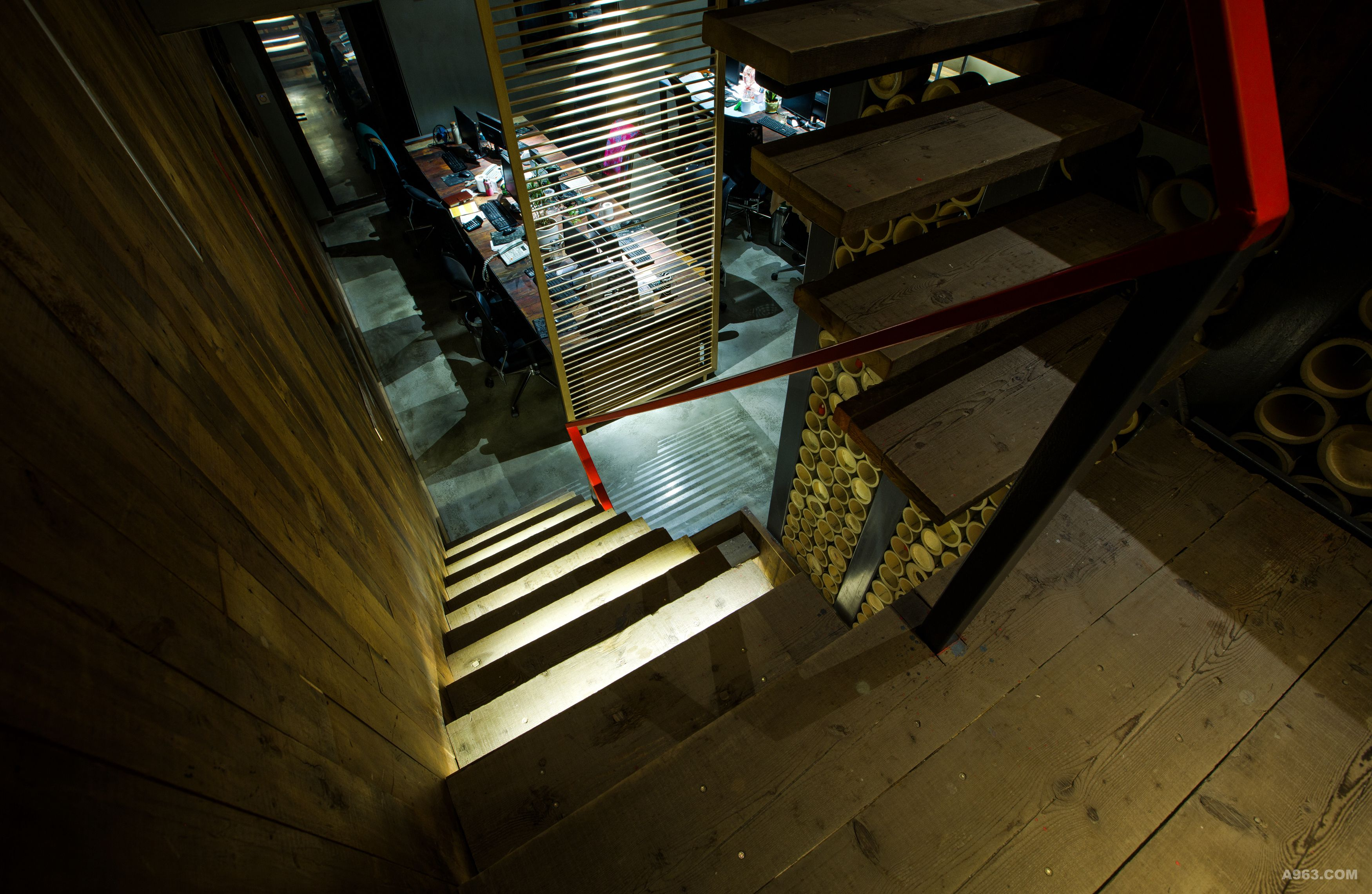 楼梯如琴键般的律动