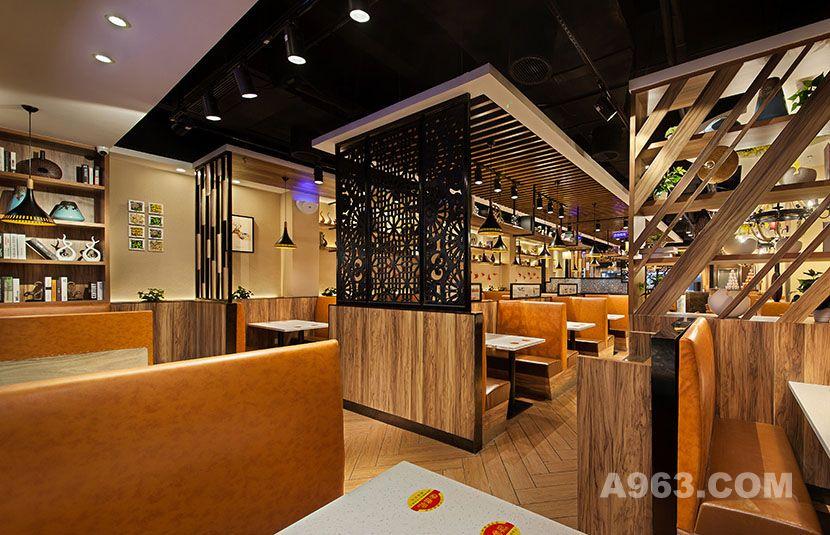 镂空隔断既具有铁艺艺术感,又起到了很好的隔断效果,保证了用餐区间的私密感。