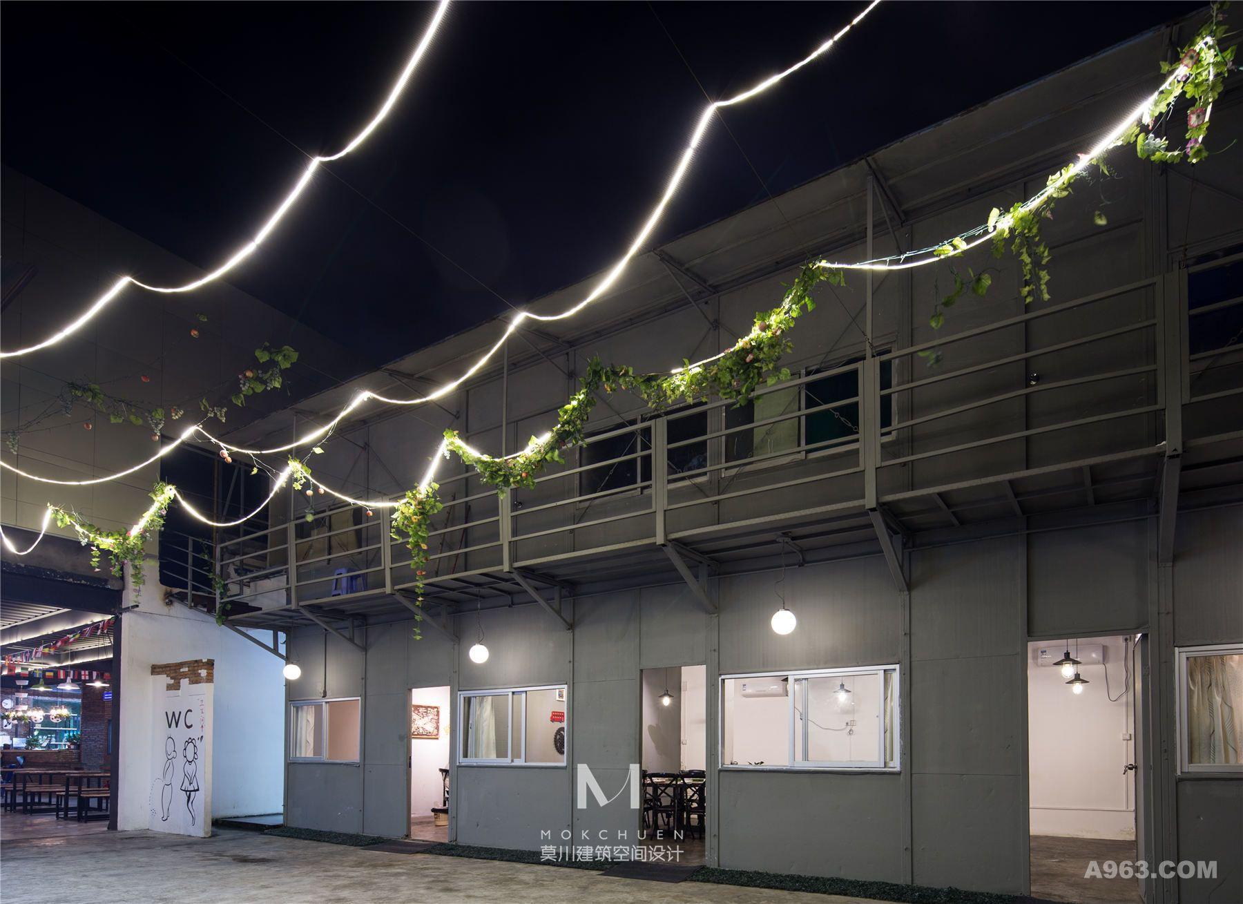 旧工厂的铁皮房被设计师改装成了客人聚餐的雅间。
