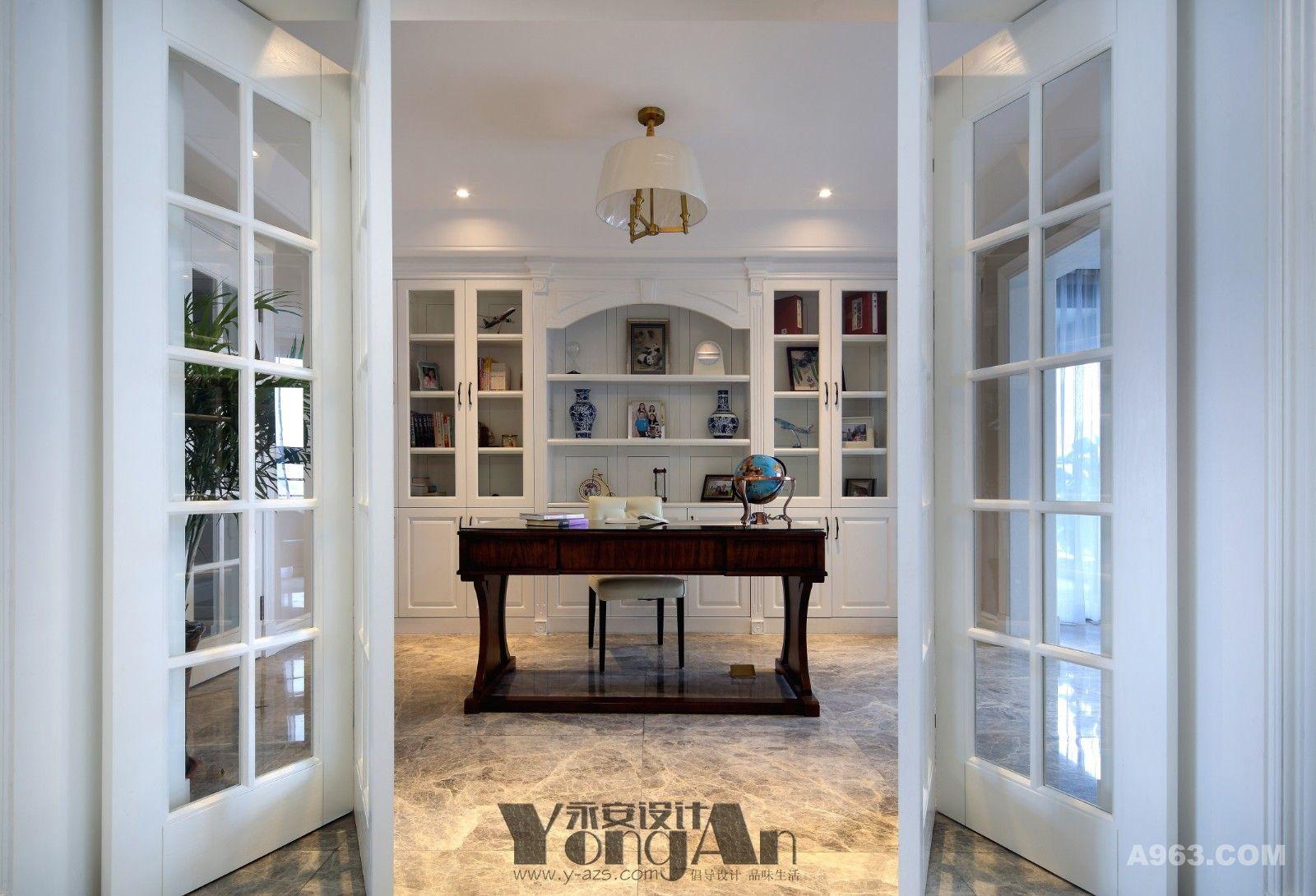 书房:推开若隐若现的门,那里有等着我们探索知识的海洋。