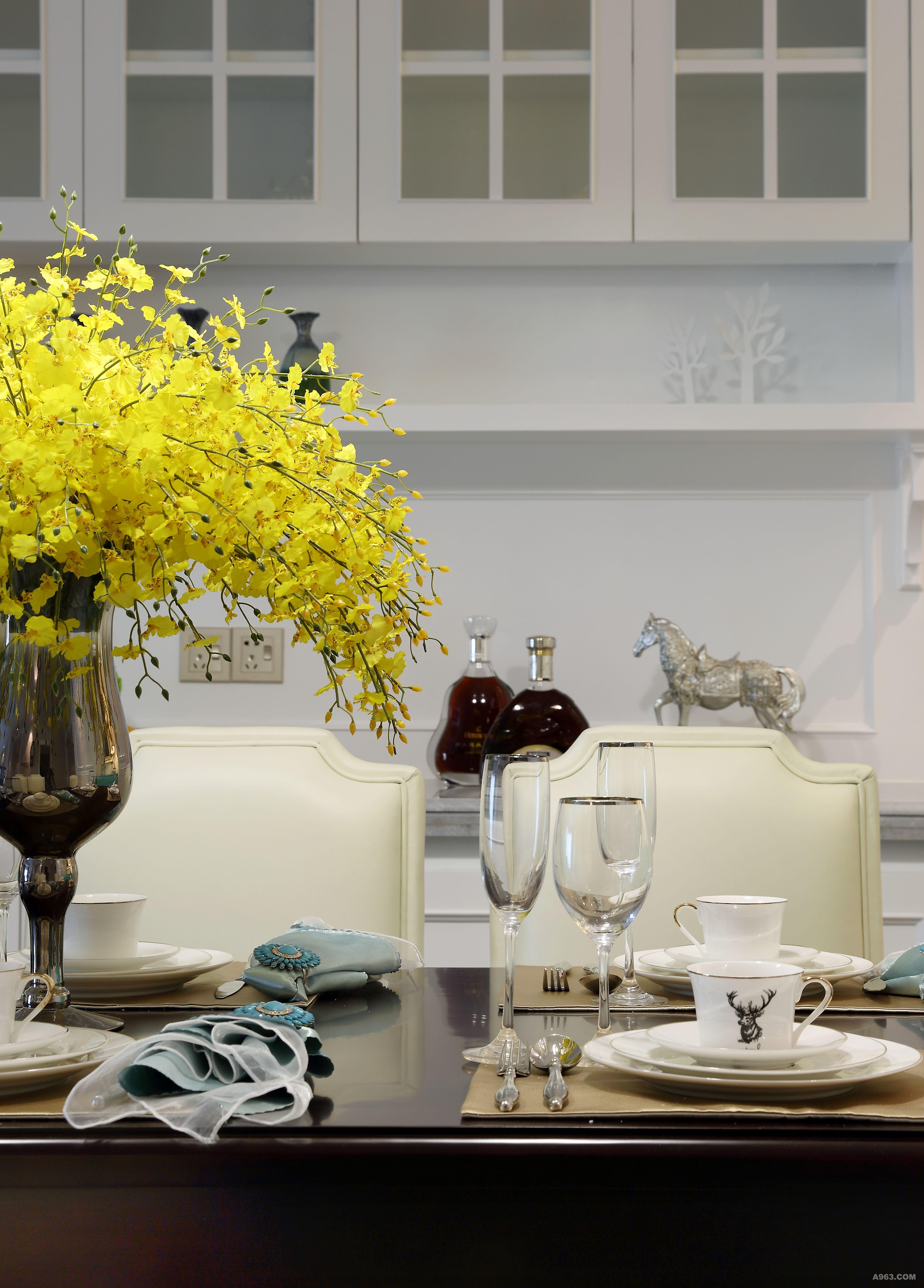 美式简约款餐椅(购于维塔CASA 软装定制中心) 取美式经典元素的神,又较传统美式更简约耐看,更符合现代人的审美。延续客厅沙发的铆钉元素,营造一种整体而序列的感受。